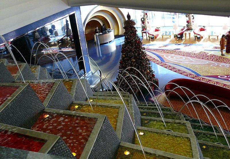 800px-Burj_Al_Arab_Interior_on_25_December_2007_Pict_9