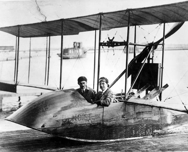 Tony Jannus pilots the Benoist flying boat in 1914